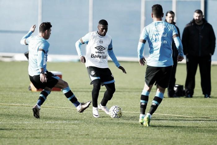 Roger sinaliza trocas na defesa do Grêmio com volta de Wallace Reis e presença de Iago