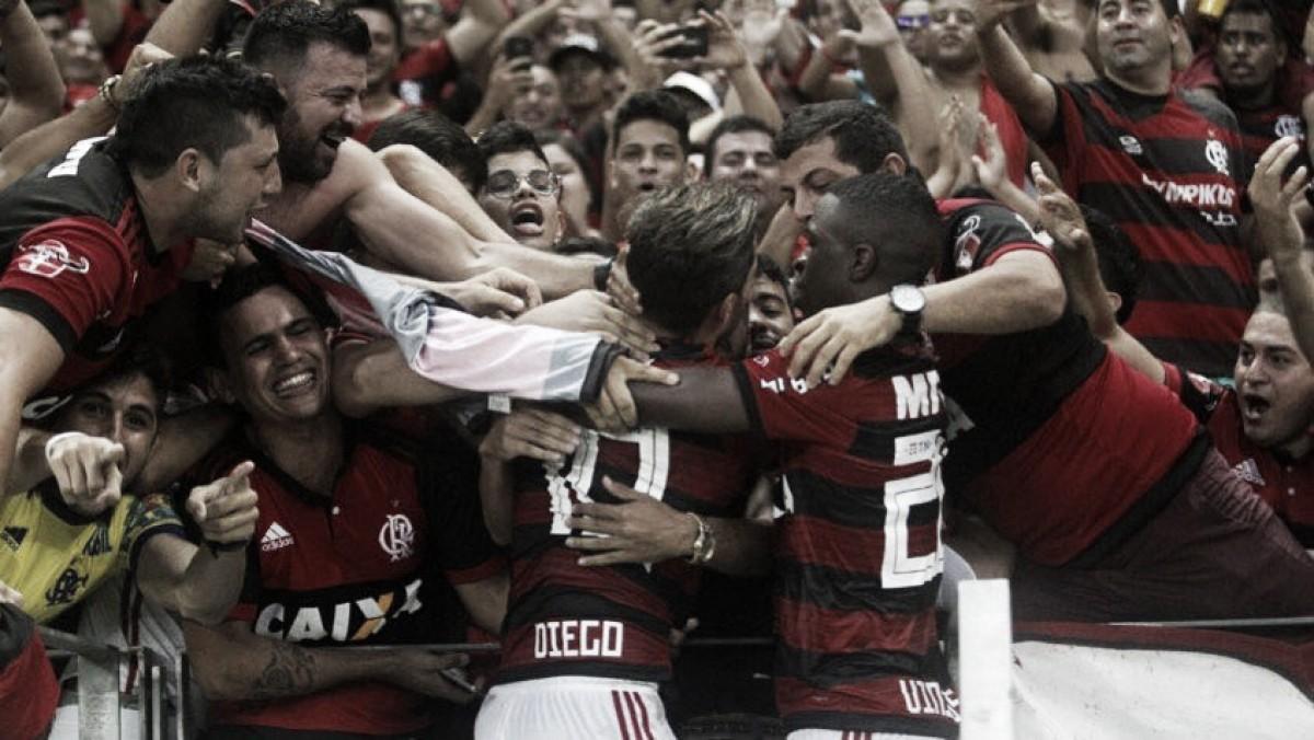 """Diego rechaça saída do Flamengo após protestos: """"Jamais pensei nisso"""""""