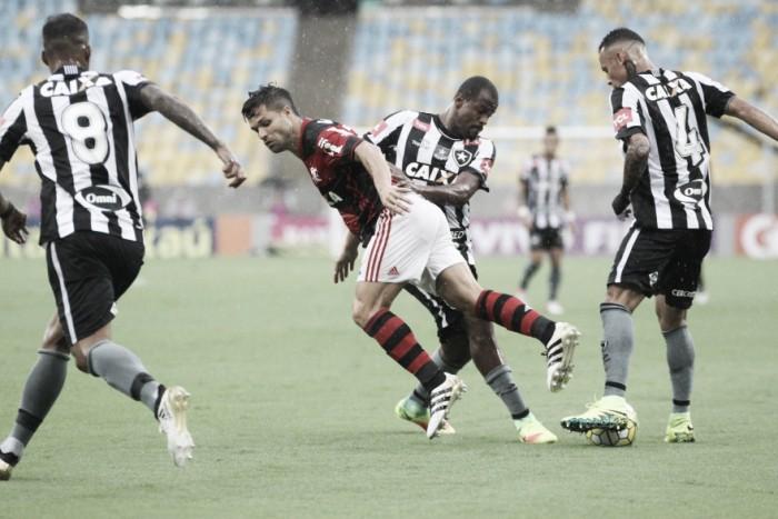 """Diego enaltece empenho do Flamengo mesmo com empate: """"Não tem faltado dedicação"""""""