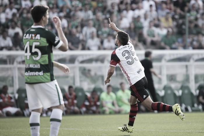 Diego e Damião marcam, Flamengo bate Chapecoense e assume vice-liderança