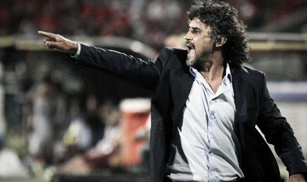 Leonel Álvarez: ''Vamos a jugar con seriedad y con responsabilidad''