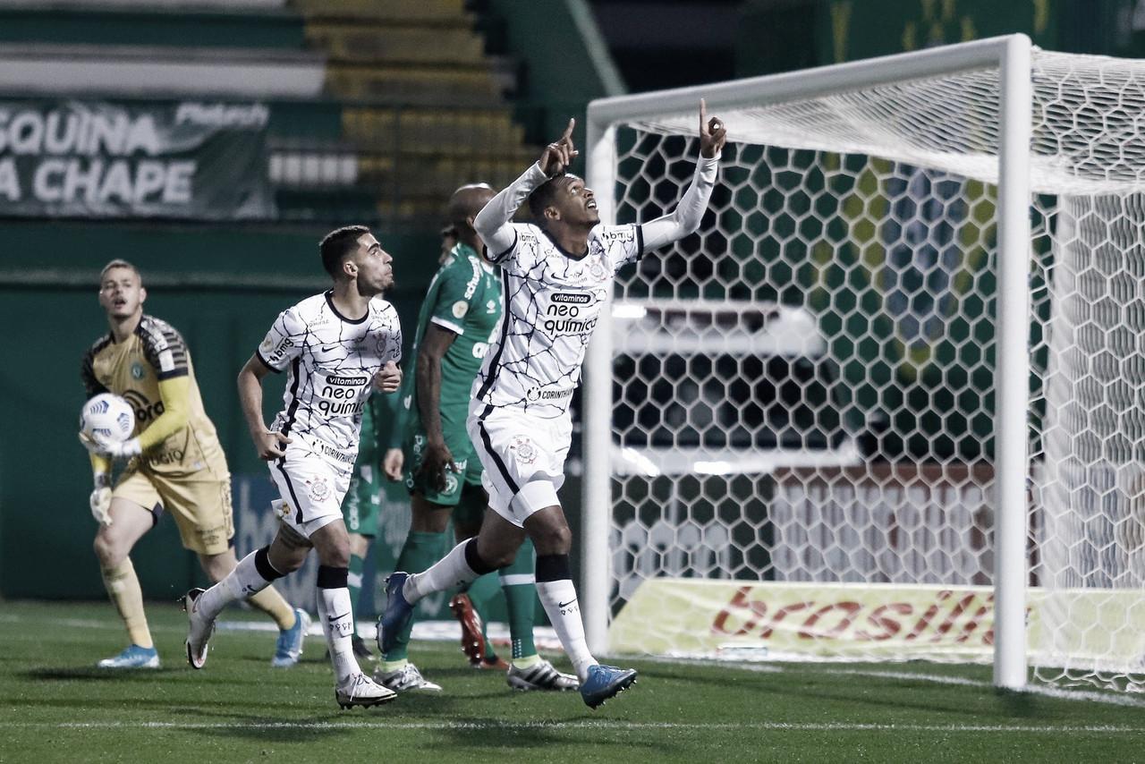 Em jogo tão frio quanto Chapecó, Corinthians vence Chapecoense no Brasileirão