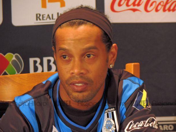 Ronaldinho ya fue presentado con Querétaro