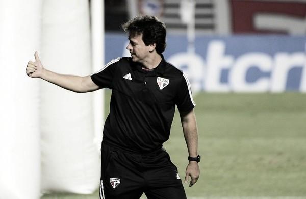 """Fernando Diniz destaca dificuldade após virada sobre Goiás: """"Temos que valorizar a vitória porque causaram problemas"""""""