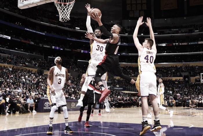 Em noite de Damian Lillard, Blazers jogam melhor e superam Lakers