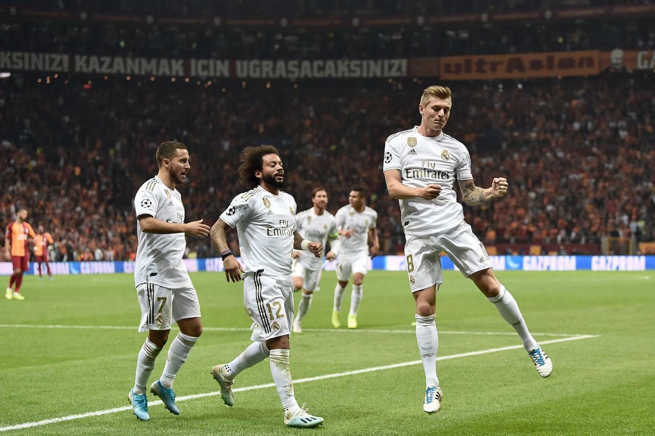 PSG agli ottavi, Spurs a valanga, soffrono Real e Bayern: i risultati delle 21