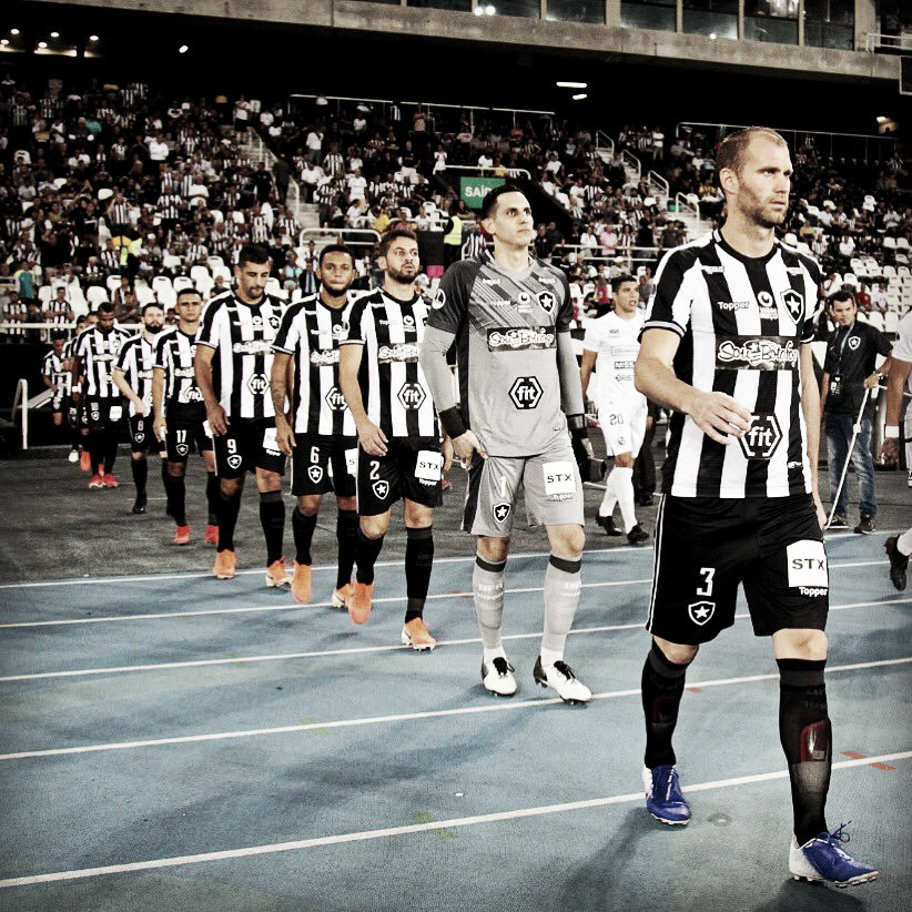 Botafogo acerta salários atrasados com parte do elenco e mantém dívida dos direitos de imagem