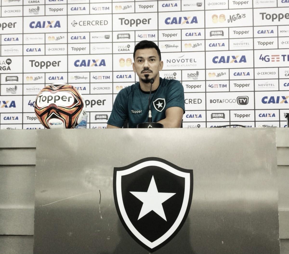Rodrigo Lindoso minimiza erros e pede atenção para Botafogo sofrer menos gols