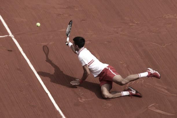 Djokovic sai atrás, mas aplica 'pneu' e vira sobre Musetti em jogaço no Aberto da França