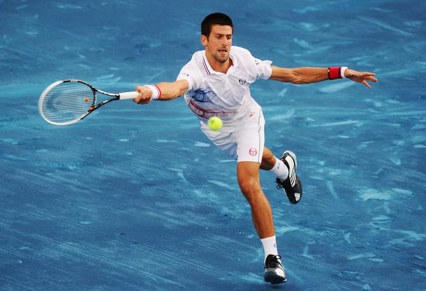 Anche Djokovic scivola sul blu