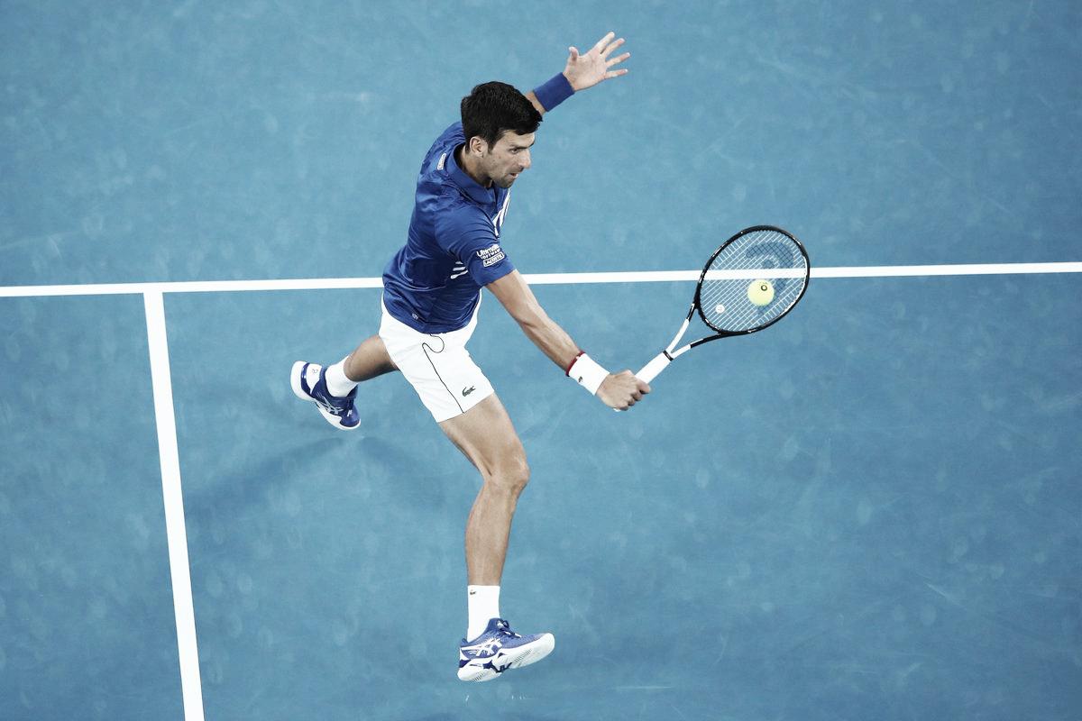 Com problemas na coxa, Nishikori desiste de partida no segundo set e Djokovic vai às semis
