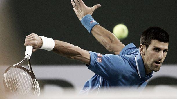 Djokovic consigue vencer a un poderoso Isner