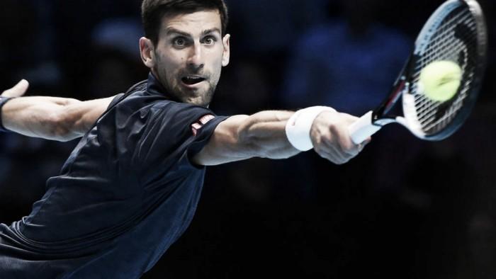 Djokovic supera Raonic em dois tiebreaks e conquista segunda vitória no ATP Finals