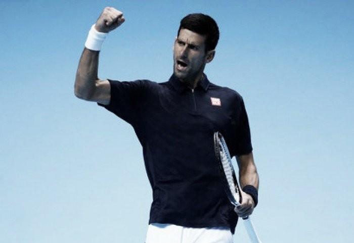 Djokovic vira sobre Thiem e vence a primeira no Finals