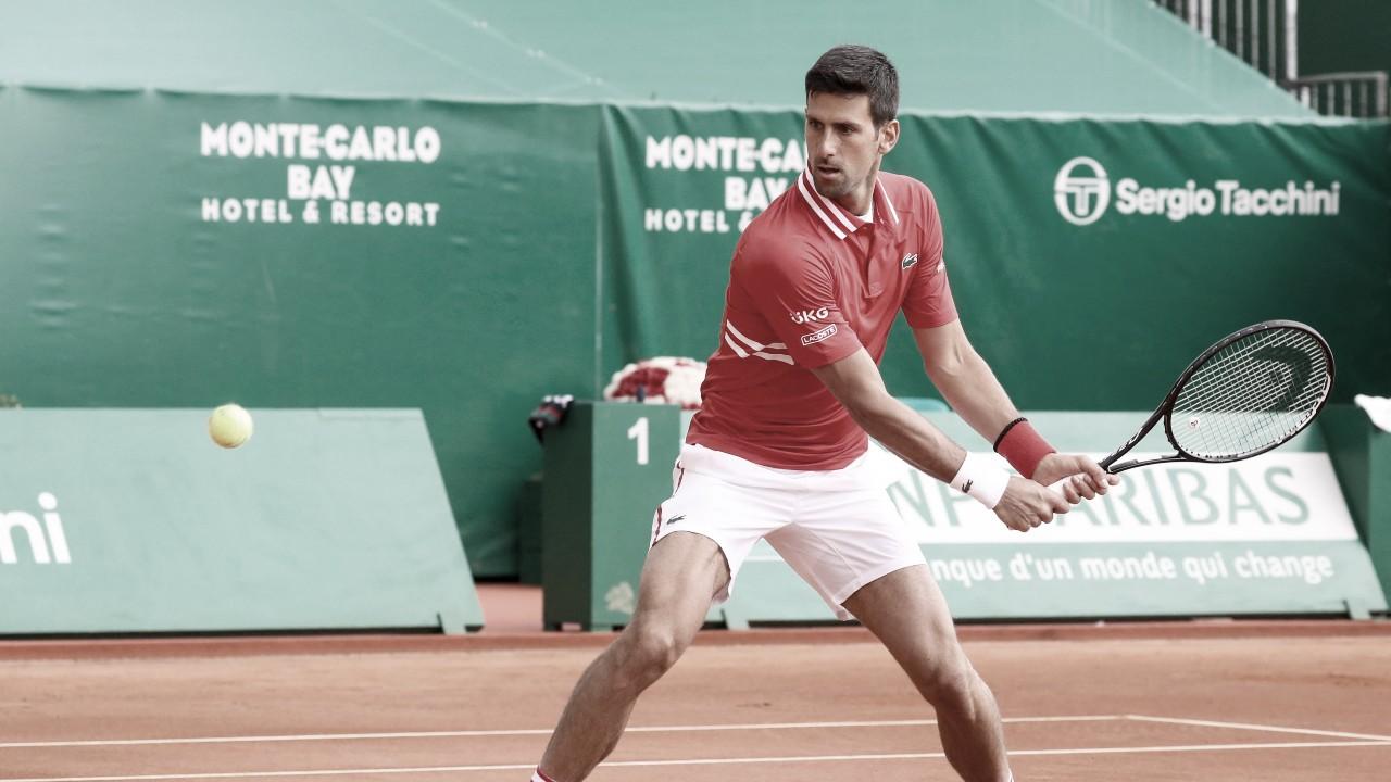 De volta às quadras após dois meses, Djokovic derrota Sinner em Monte Carlos