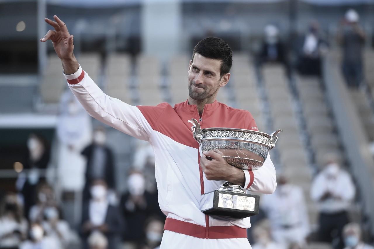 De virada, Djokovic derrota Tsitsipas e é bicampeão em Roland Garros