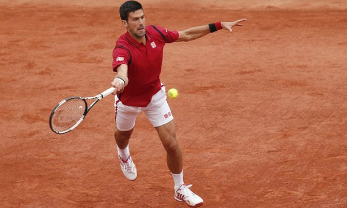 French Open 2016: Djokovic beats Bedene and the light to reach the fourth round