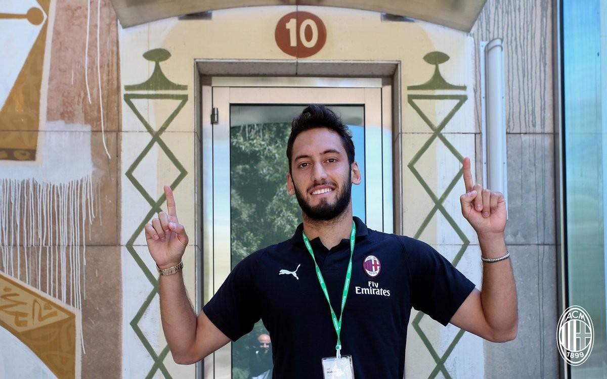 """Milan, senti Calhanoglu: """"Higuain? Sono pronto a fare tanti assist per lui"""""""