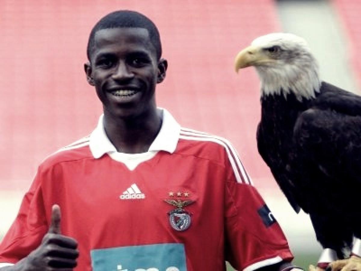 De acordo com jornal, volante Ramires pode retornar ao Benfica