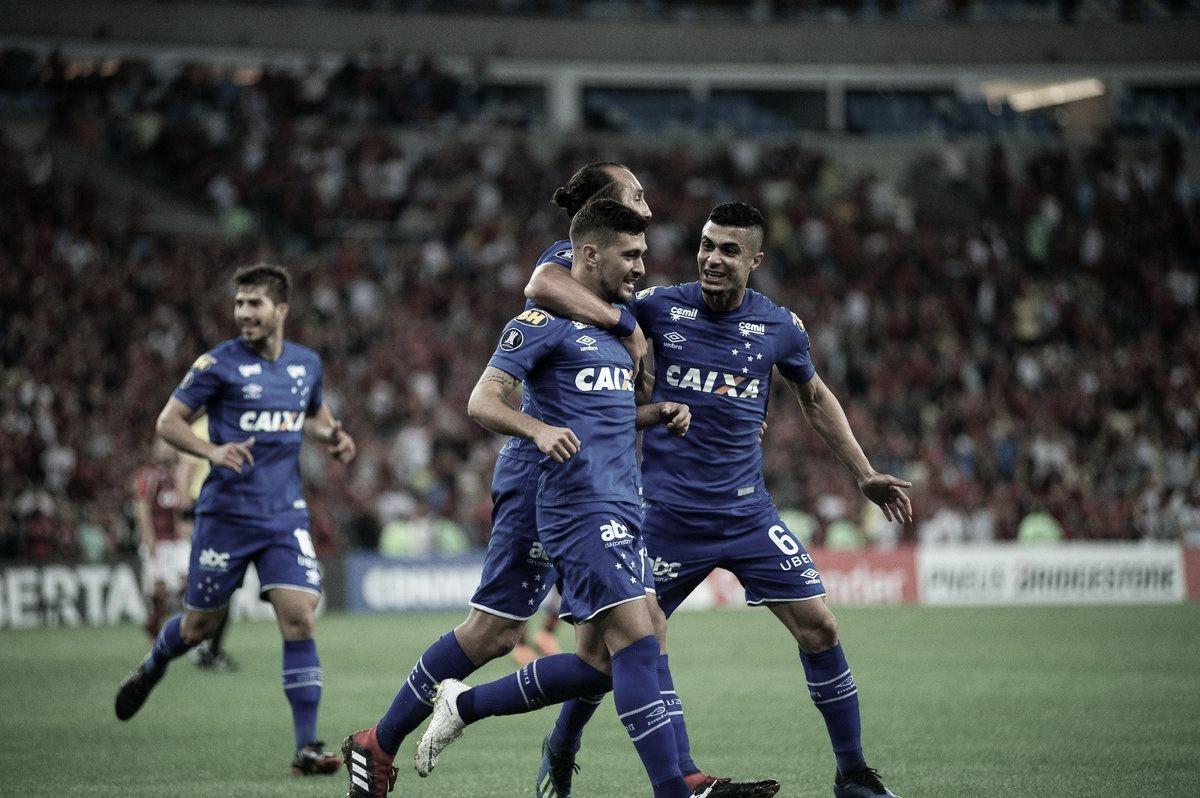 Imponente no Maracanã, Cruzeiro joga melhor e abre grande vantagem contra o Flamengo