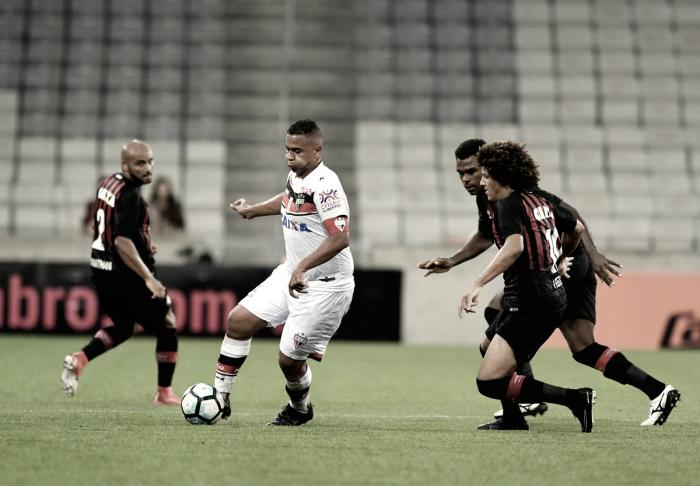 Atlético-PR consegue virada, mas Atlético-GO arranca empate com gol de Walter