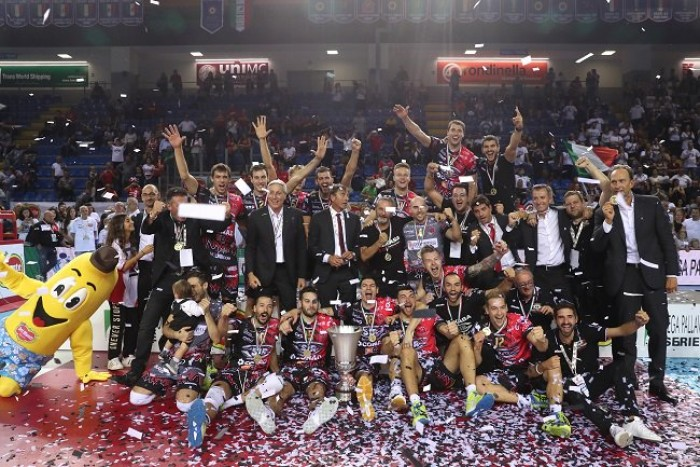 Volley M - Finalmente Perugia fa suo il primo trofeo, conquistando la Supercoppa italiana