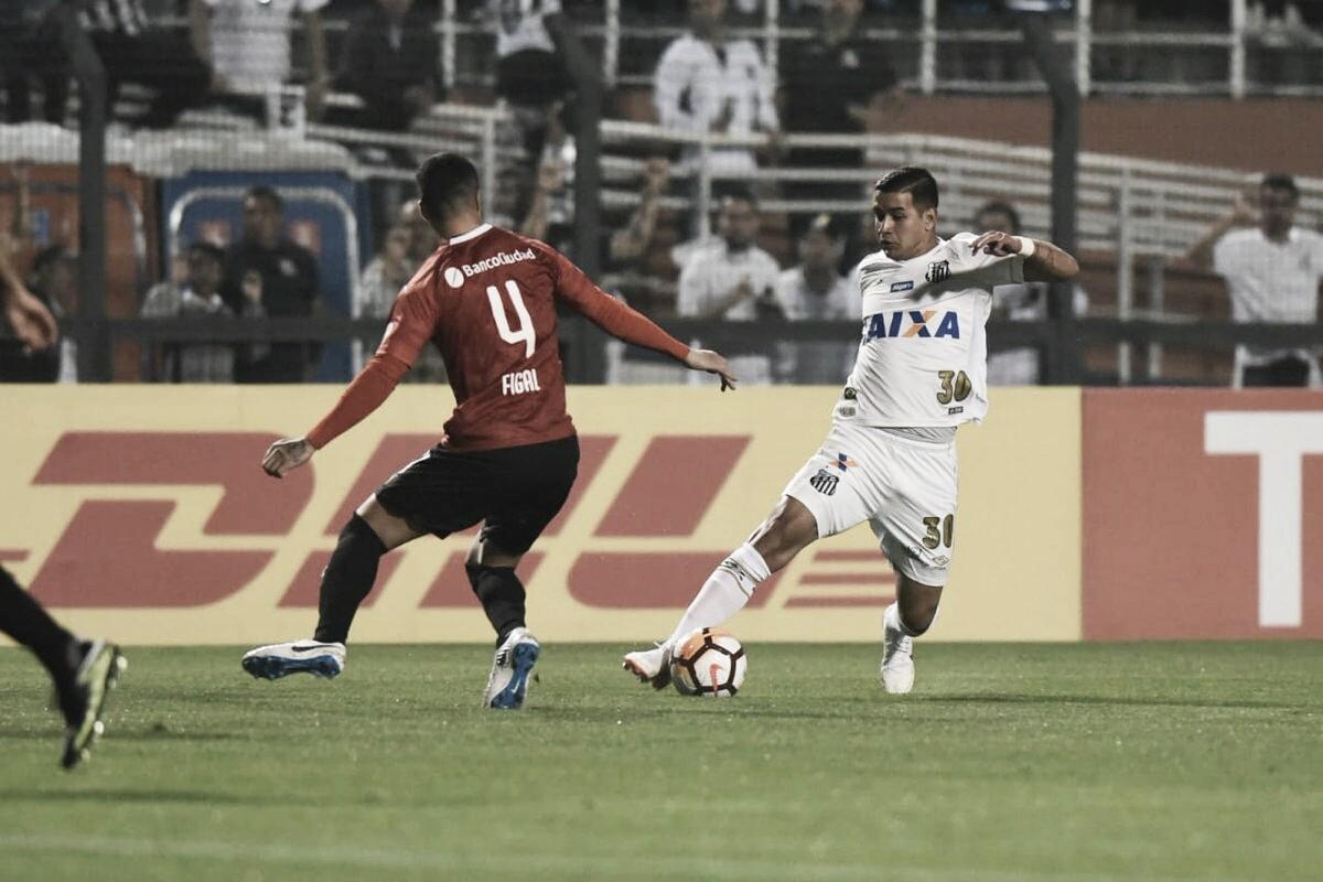 Após confusão com torcida, árbitro encerra partida e Santos é eliminado da Libertadores