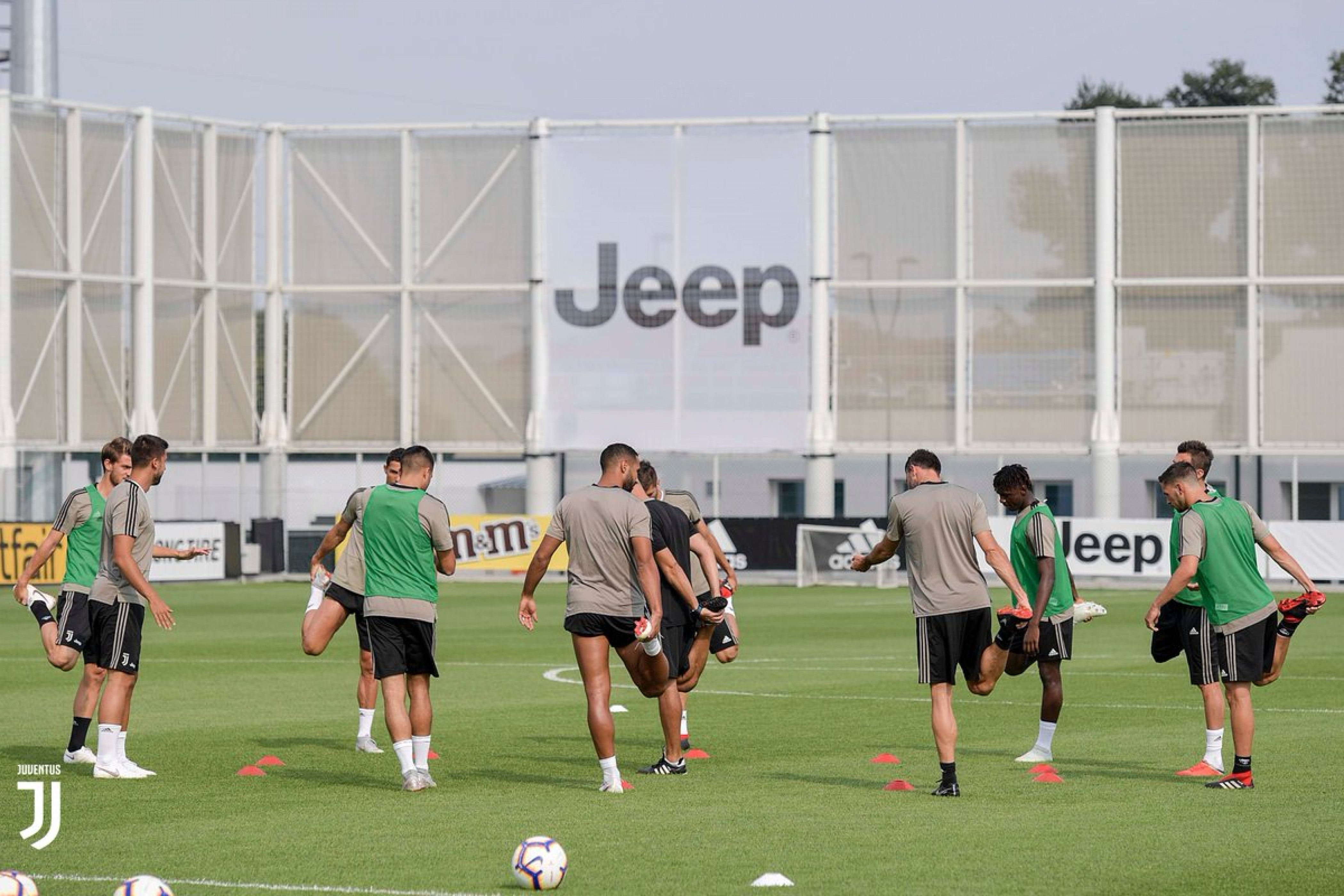 Juventus: oggi allenamento pomeridiano, Allegri valuta Mandzukic e Dybala