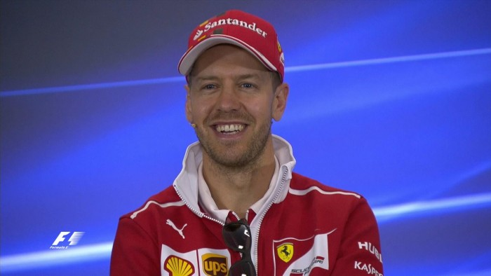 VETTEL/ Video, scoppia l'estintore nell'abitacolo della Ferrari: pit stop comico per Seb
