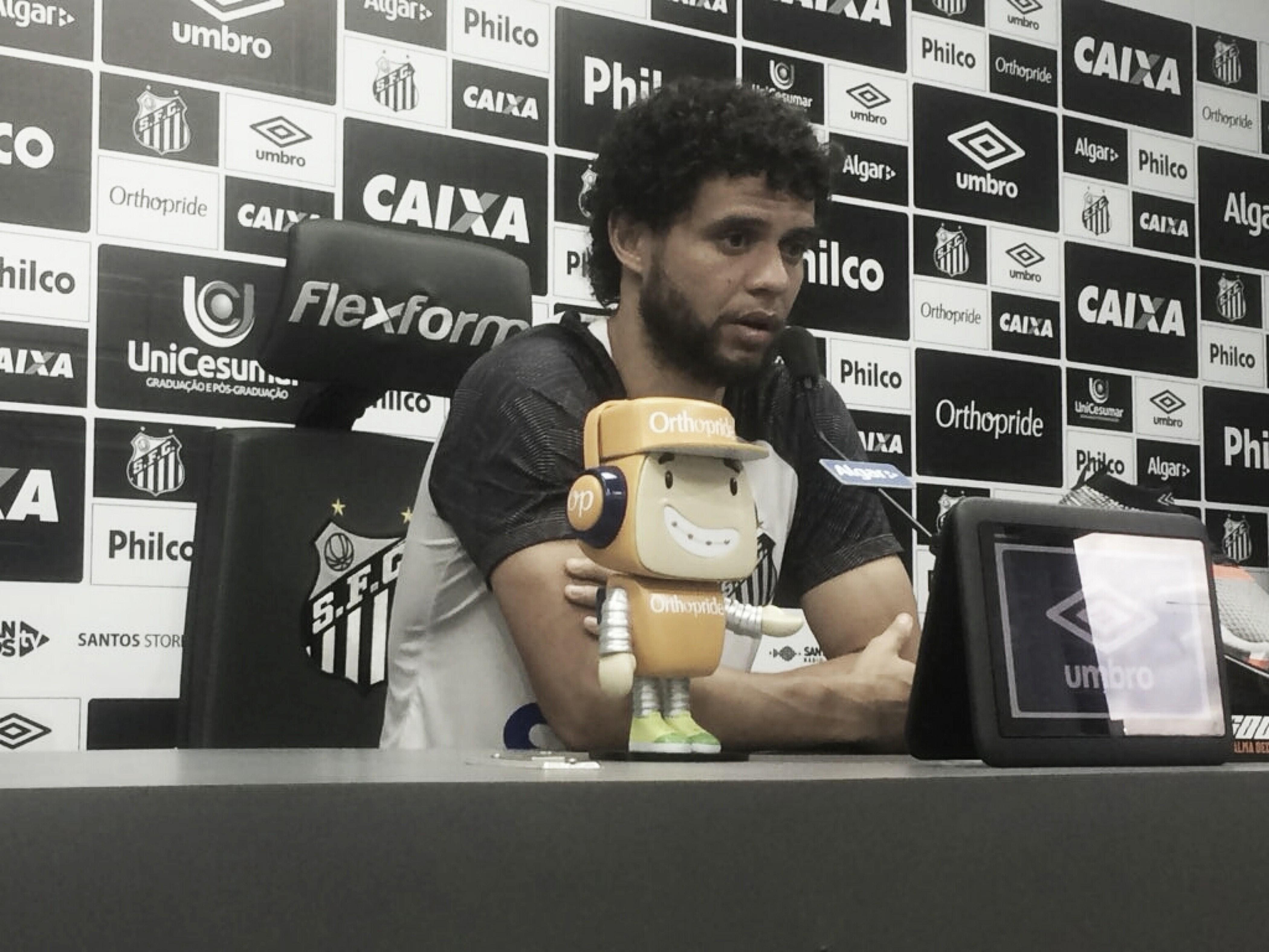 """Victor Ferraz comenta expulsão de Dedé na Libertadores: ''Foi estranha"""""""