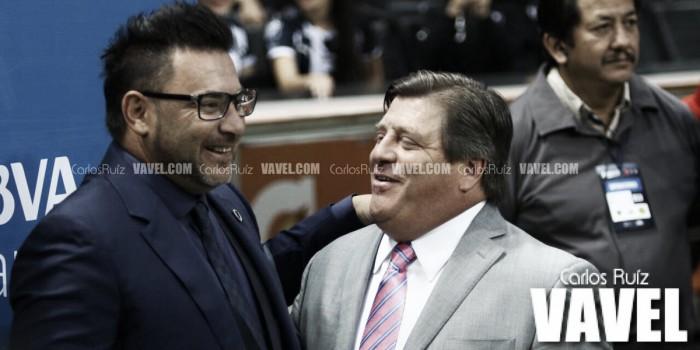 Abren investigación por seña obscena de Miguel Herrera