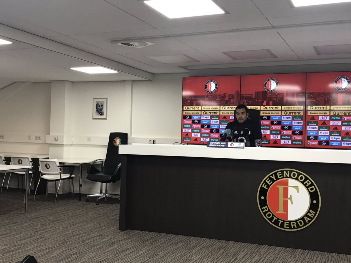 """Van Bronckhorst: """"Estamos trabajnado para crear un equipo nuevo"""""""