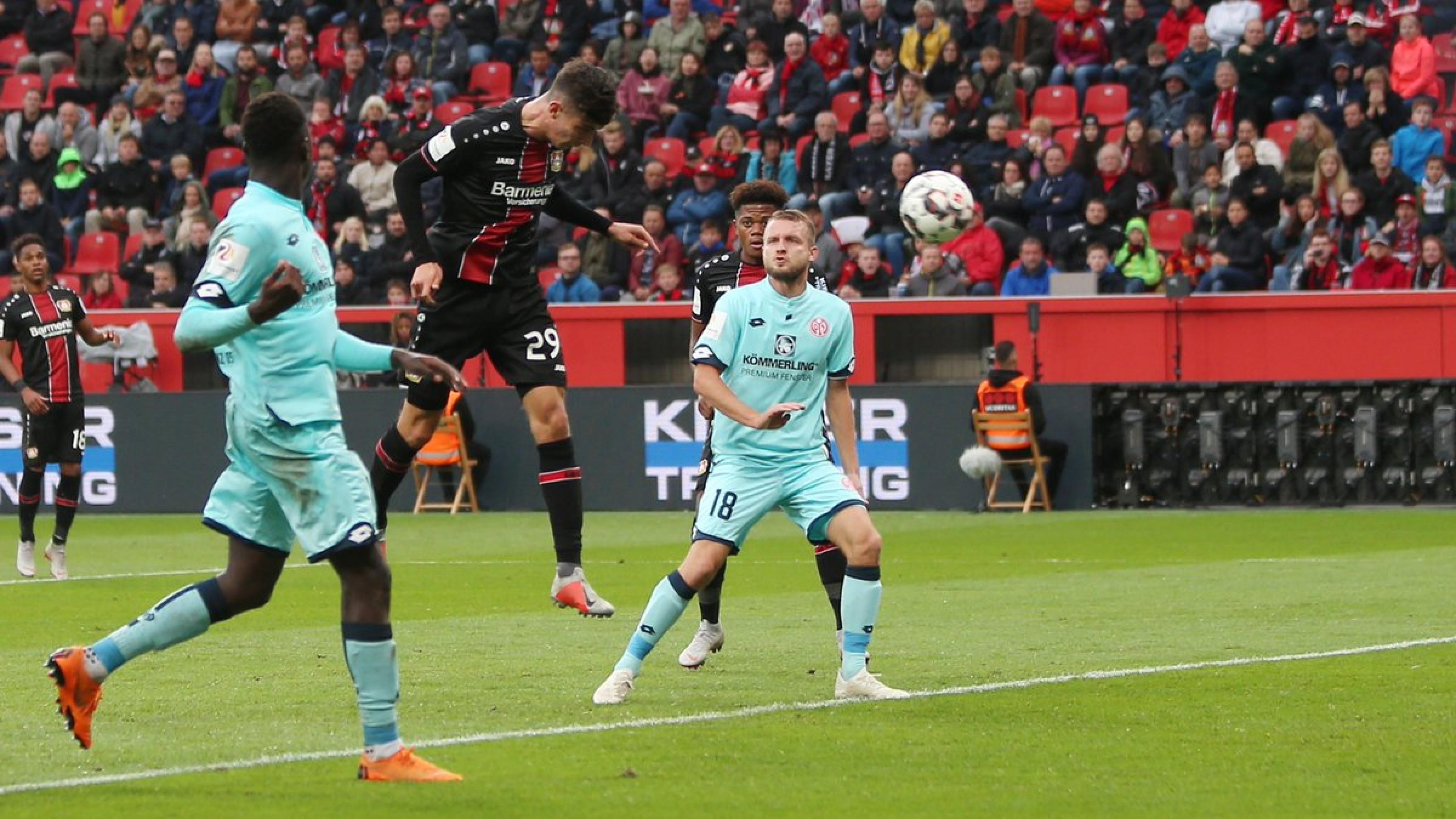 Il Leverkusen di misura, pareggio a Francoforte