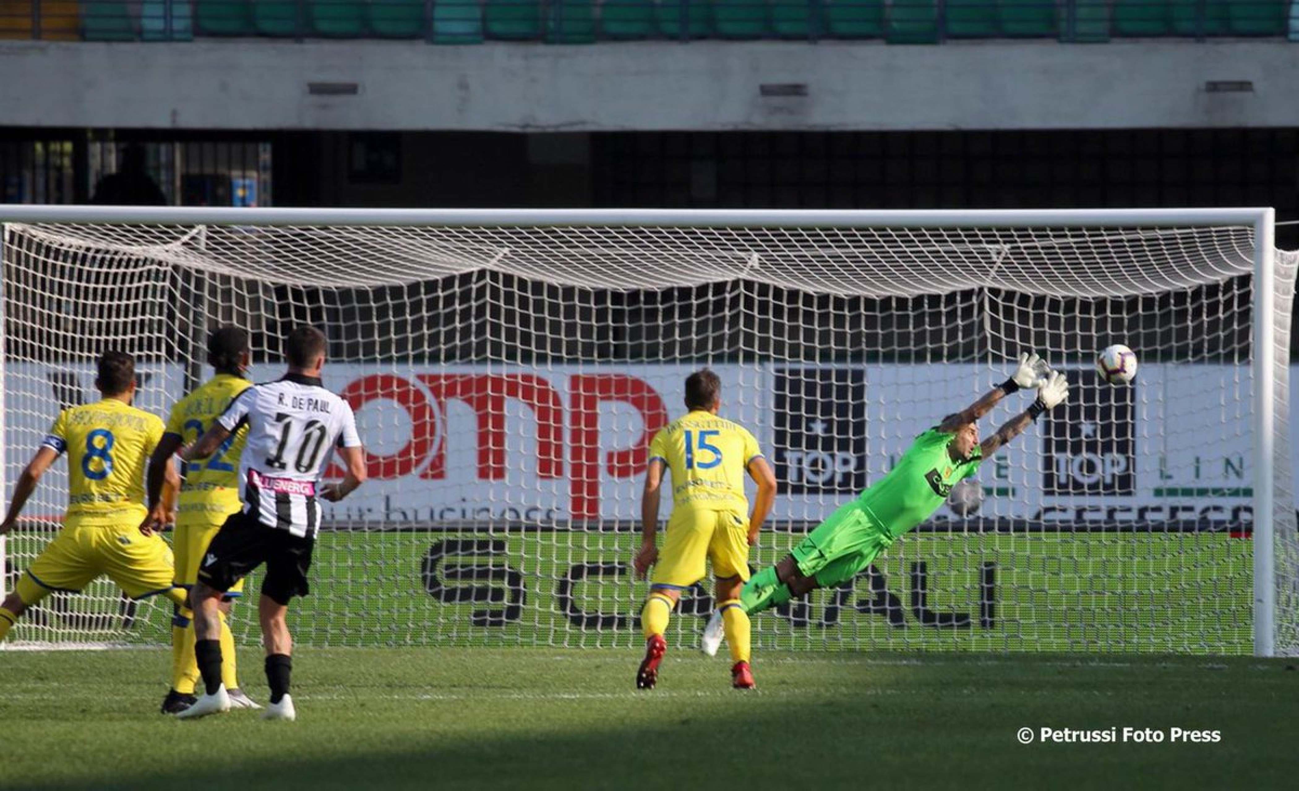 Serie A - Un lampo di De Paul e una fiammata di Lasagna, il Chievo è ko (0-2)