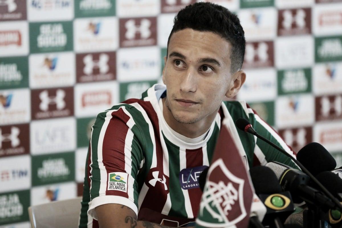 Volante Dodi é apresentado e diz realizar sonho por chegar ao Fluminense