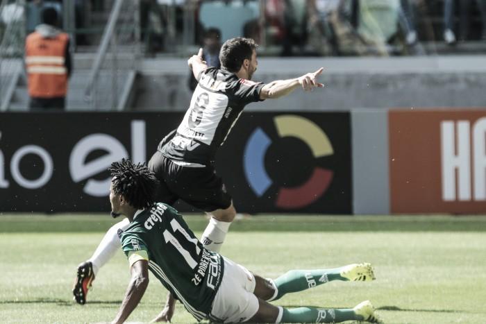 Volante Leandro Donizete celebra gol e exalta crescimento do Atlético-MG