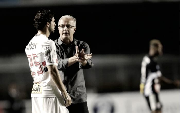 """Dorival avalia atuação após vitória magra do São Paulo: """"Senti que o time caiu de produção"""""""