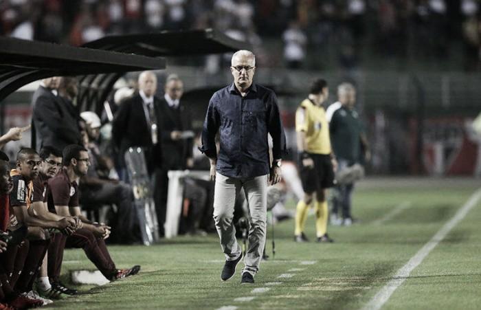 """Dorival ameniza empate e exalta reação da equipe: """"Saí daqui satisfeito com o que vi"""""""