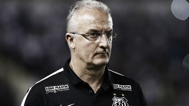 Dorival Júnior não se mostra satisfeito com empate, mas valoriza ponto somado diante das circunstâncias adversas