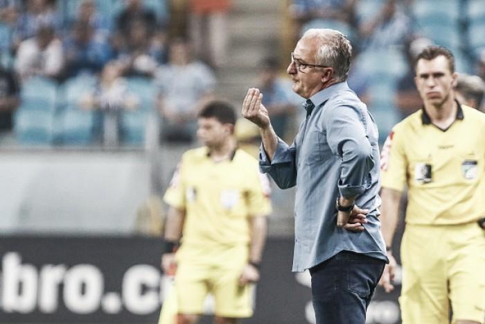 """Dorival lamenta revés contra Grêmio: """"Fugimos de nossas características"""""""