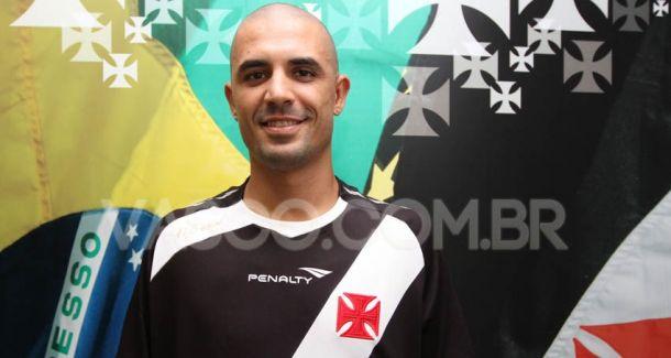 Vasco apresenta zagueiro Douglas, que estava no futebol austríaco