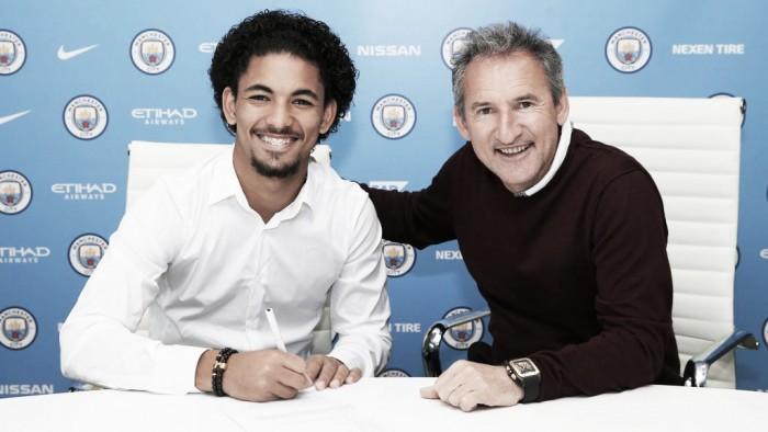 Manchester City confirma contratação do volante Douglas, ex-Vasco