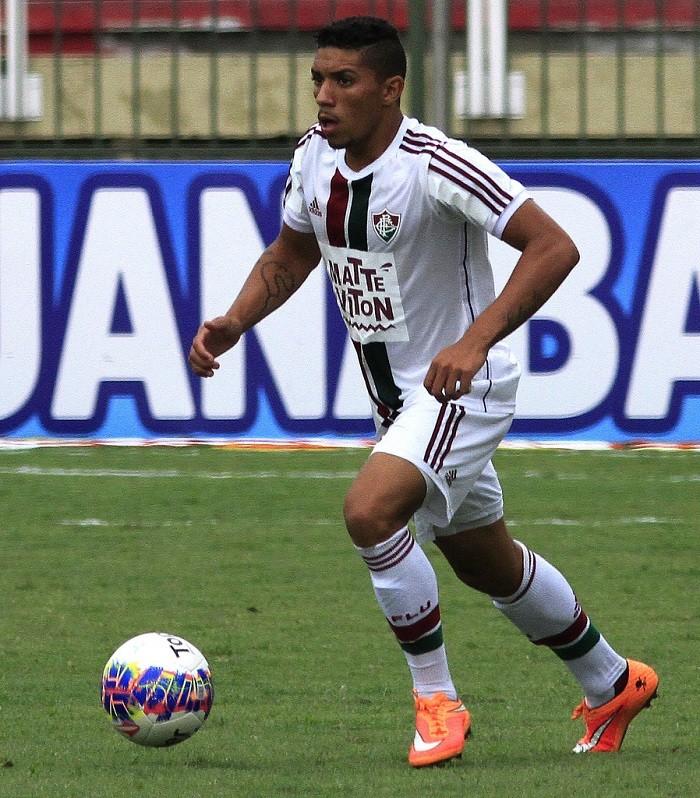 Em boa fase, Douglas garante que seguirá brigando pela titularidade no Fluminense