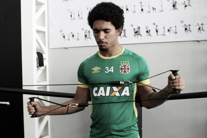 Em boa fase, Douglas agradece Jorginho pelas chances e promete manter bom desempenho