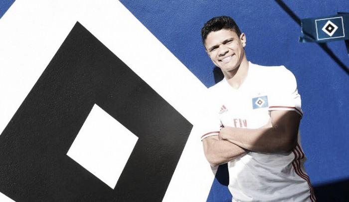 """Douglas Santos chega ao Hamburgo e garante: """"É um grande desafio"""""""