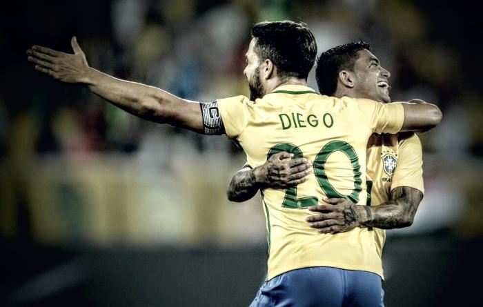 """De volta a seleção, Diego comemora oportunidade: """"Desfrutei de cada segundo"""""""