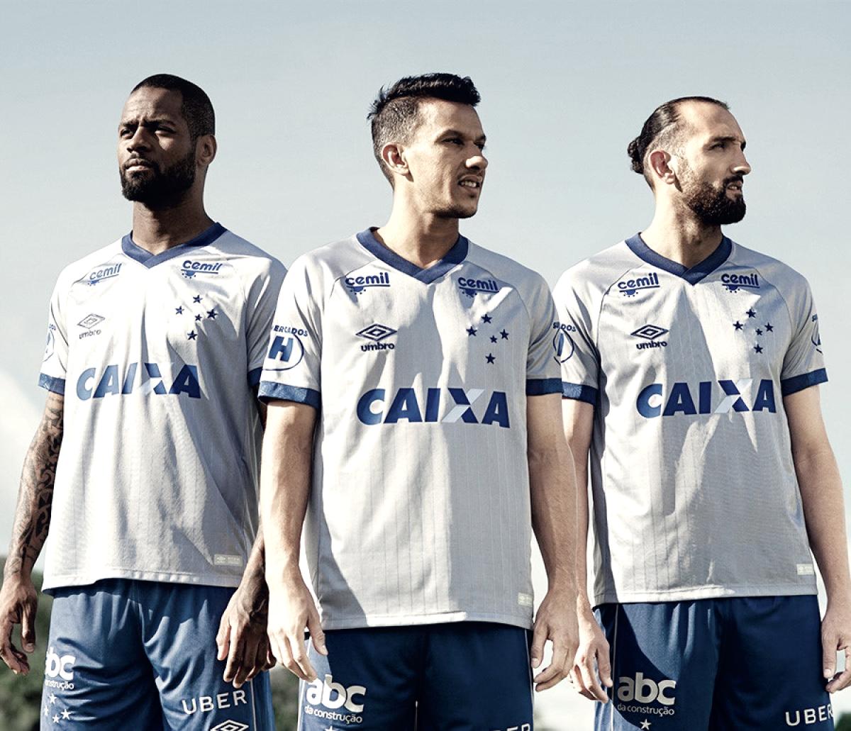 Cruzeiro lança terceiro uniforme inspirado em títulos históricos