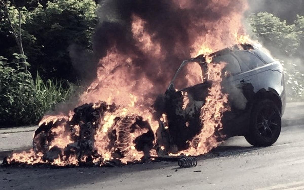 Carro de Lucas Paquetá pega fogo a caminho de treino no Ninho do Urubu
