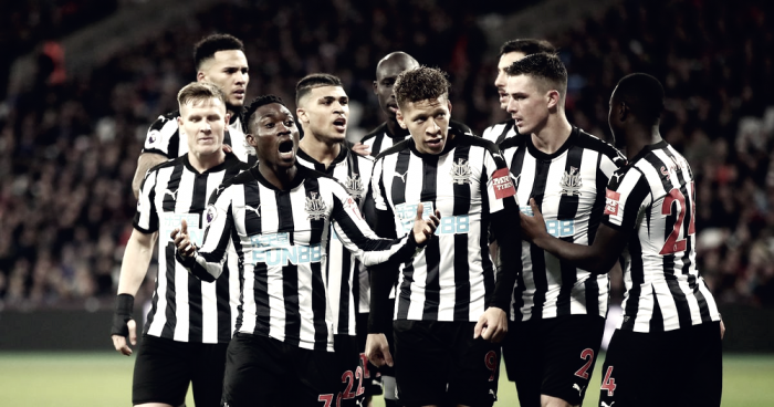 Newcastle derrota West Ham em Londres e sai da zona de rebaixamento