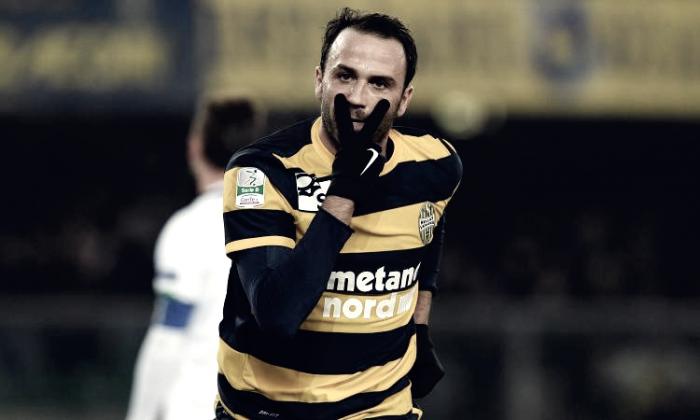 Serie B - Il Verona vola al secondo posto in solitaria: battuto il Bari 0-2